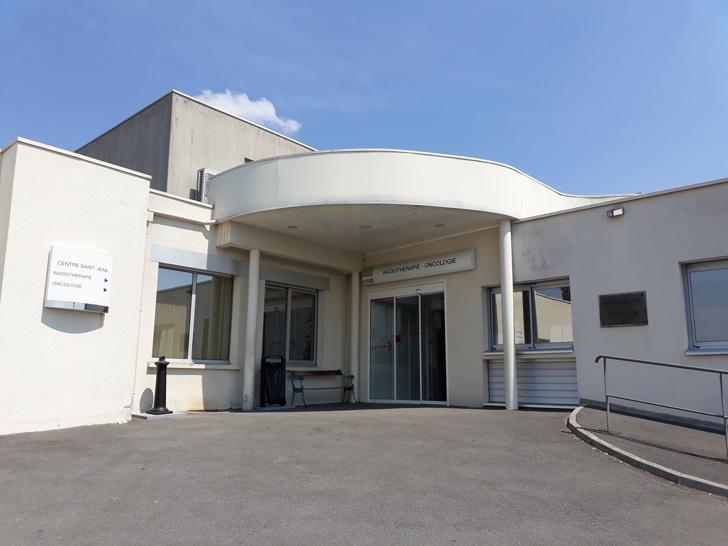 Entré pôle traitement Centre d'oncologie et de radiothérapie Saint Jean Bourges